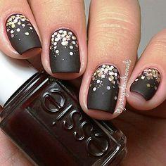 MattBlack-Gold nail Art