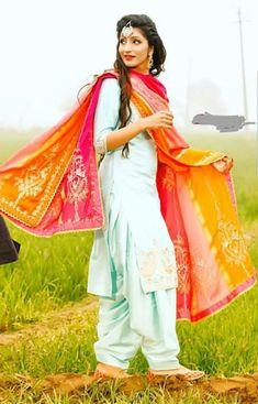 Preet Punjabi Girls, Punjabi Dress, Punjabi Bride, Designer Punjabi Suits, Indian Designer Wear, Punjabi Fashion, Indian Fashion, Indian Dresses, Indian Outfits