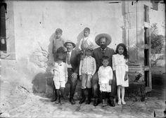Francisco Villa, Miguel Trillo y sus hijos en la hacienda de Canutillo 1921