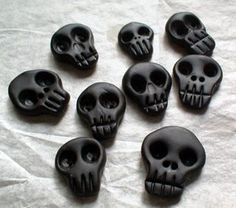 skull buttons by miss helen aka spycore, via Flickr