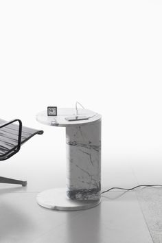 Power is a minimal side table created by Belgian-based designer Julien Renault. Marble Furniture, Modern Home Furniture, Living Furniture, Home Office Furniture, Furniture Design, Round Side Table, Side Tables, Small Tables, Luxe Decor