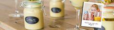 Verras je gasten rond een uur of vier 's middags met deze heerlijke gele aperitivo: advocaat! Cadeautip van Kathrine: Advocaat in een versierde weckpot Het ideale aardigheidje om mensen een gelukkig nieuwjaar mee te wensen. 60 MINUTEN | 2 PERSONEN • weckpot(ten) • zelfgemaakte advocaat • krijtbordstickers of labels • krijtje • gekleurde lintjes Zorg …