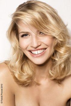 Vos cheveux sont bouclés ou frisés ? Contrairement à ce qu'on dit souvent, il existe des nombreuses coupes adaptées à votre chevelure...