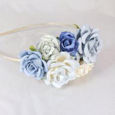 Hårpynt med roser i blå nuancer