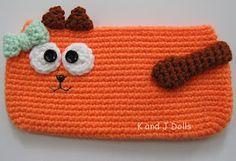 Free cat schoolbag crochet pattern ~ Amigurumi crochet patterns ~ K and J Dolls Chat Crochet, Diy Crochet Bag, Crochet Mignon, Crochet Purses, Crochet Slippers, Crochet Patterns Amigurumi, Crochet For Kids, Free Crochet, Crochet Pencil Case