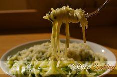 Paste cremoase cu usturoi si spanac un pranz rapid si delicioas. Romanian Food, Macaroni And Cheese, Vitamins, Food And Drink, Strawberry, Pizza, Gluten Free, Cooking, Ethnic Recipes