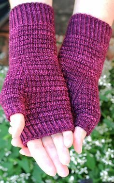 Woodmere Fingerless Mitts pattern by Jo-Anne Klim Introductory offer: Enjoy an automatic discount until Midnight May Sydney time. No code needed, just add it to your cart. Loom Knitting, Knitting Socks, Knitting Patterns Free, Hand Knitting, Crochet Patterns, Crochet Gloves Pattern, Mittens Pattern, Fingerless Gloves Knitted, Knitting Accessories