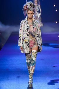 New York Fashion Week: discover all the best looks on the runways, from Gigi Hadid's collection for Tommy Hilfiger, to Kendall Jenner's dreadlocks for Marc Jacobs! Find out more on lucreziacandelori.com ♥