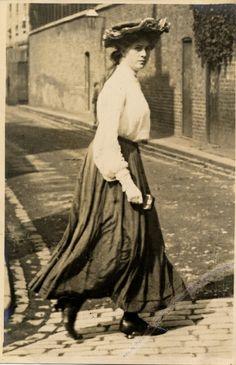 Edward Linley Sambourne (1844-1910) - Kensington, London - 25 July, 1906