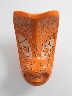 'Navigator' mask (Staron) by Rangi Kipa Maori Tribe, Native Canadian, Facial Tattoos, Maori Designs, Tiki Art, New Zealand Art, Maori Art, Bone Carving, Glass Ceramic