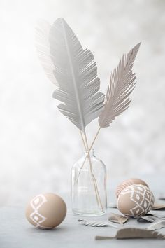 Paper Feather Easter I Ostern Papierfeder Happy Easter, Easter Bunny, Easter Eggs, Spring Decoration, Origami, Paper Feathers, About Easter, Diy Ostern, Easter Crafts
