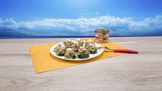 Fresco, sería la palabra que define este platillo, el atún y el pepino se complementan muy bien, dando como resultado una deliciosa comida.  Encuentra la receta aquí: http://tuny.mx/recetas-de-atun/pepinos-rellenos-de-atun/