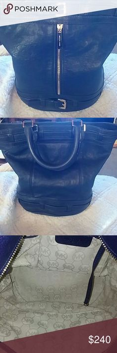 """BEAUTIFUL MICHAEL KORS  PURSE EXCELLENT, LIKE NEW CONDITION. NAVY BLUE. NO  MARKS, SCARS OR FLAWS. HAS LARGE ZIPPER IN FRONT THAT HAS A SPACE FOR ITEMS. ALSO HAS A PICKET ON REAR SIDE .  MEASURES  15 IN. WIDTH AND 14"""" DEEP Michael Kors Bags Totes"""