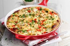 Slimming World's Spanish-style tortilla Serve up a slice of sunshine with this Spanish-inspired omelette of potatoes, onions and peppers. Perfect for dinners, lunches and snacks, it's equally delicious served hot or cold Budget Family Meals, Healthy Family Meals, Easy Healthy Recipes, Easy Meals, Healthy Food, Healthy Eating, Family Recipes, Vegetarian Recipes, Yummy Food