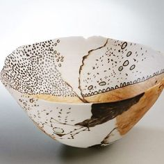 These bowls were thrown with bits of seaweed and marine debris in them, rims fluctuant, growing ragged, evolving in response to environment the way the creatures of the tidal pools evolve and make thier world from the material they are surrounded by. It's one way of using porcelain and responding to the natural environment. I thought about it after talking to woodfirers about digging thier own clay and how that relates conceptually to thier work. #australianceramics #qlddesign…