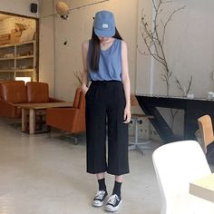 style simple, clean lines, seasonal cuts culottes, oversized tank top, snapback, converse