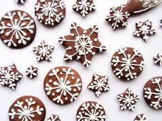 Vánoční perníčky: recept, těsto, pečení, poleva, zdobení. Medové vánoční perníčky, tradiční cukroví, krásná vánoční dekorace. Christmas Gingerbread, Christmas Candy, Christmas Baking, Christmas Time, Beautiful Christmas Decorations, Diy Crafts For Kids, No Bake Cake, Frosting, Sweet Tooth