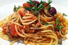Spaghetti al tonno - Gli spaghetti al tonno sono un piatto classico della cucina dei principianti, è però sempre molto gradito e piace soprattuto ai bambini, che in questo modo si abituano al sapore del pesce - Parliamo di Cucina