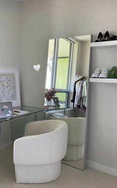 Room Design Bedroom, Room Ideas Bedroom, Home Room Design, Home Interior Design, Bedroom Decor, Minimalist Room, Aesthetic Room Decor, Dream Rooms, House Rooms