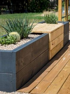 67 Beautiful Small Backyard Landscaping Ideas 2019 Midcentury modern styled built-in bench with planters for succulents. The post 67 Beautiful Small Backyard Landscaping Ideas 2019 appeared first on Backyard Diy. Indoor Garden, Outdoor Gardens, Home And Garden, Garden Modern, Balcony Garden, Garden Planters, Garden Table, Modern Backyard, Backyard For Kids