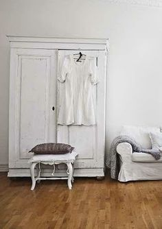 Vintage Chic: White and rustic / white and rustic