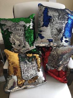 Harry Potter pillow - Mermaid pillow cover - hogwarts house crest - mermaid sequin pillow - insert included Choose your house and choose a color! *Mermaid pillow covers now include free pillow insert (domestic only). Harry Potter Diy, Objet Harry Potter, Harry Potter Pillow, Estilo Harry Potter, Harry Potter Bedroom, Harry Potter Birthday, Harry Potter Fandom, Harry Potter World, Harry Potter Memes