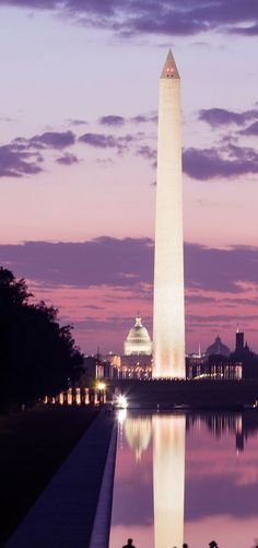Washington Monument at night! 11 of the Best Things to do in Washington DC! Washington DC is such an amazing USA travel destination. Click through to make sure you don't miss any of the best sights on your trip to Washington DC. Washington DC travel | Avenly Lane Travel