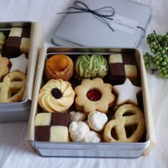 Xmas Food, Christmas Desserts, Christmas Baking, Dessert Cake Recipes, Cookie Desserts, Cookie Recipes, Cookie Box, Cookie Gifts, Eid Biscuits