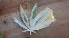 Hier zie je hoe ik het wietblad heb gemaakt want ik heb het uitgeprinte wietblad op het messing geplakt en het daarna uit geknipt