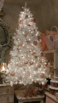 100 White Christmas Decor Ideas Which are Effortlessly Elegant & Luxurious - Hike n Dip Here are best White Christmas Decor ideas. From White Christmas Tree decor to Table top trees to Alternative trees to Christmas home decor in White & Silver Rose Gold Christmas Tree, White Christmas Tree Decorations, Christmas Tree Design, Beautiful Christmas Trees, Christmas Home, Vintage Christmas, Christmas Mantles, Christmas Villages, Victorian Christmas
