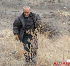 Liu Daolin cuts and collects wickers in the hills in his village http://www.chinatraveltourismnews.com/2015/03/wicker-basket-disappearing-folk.html