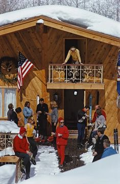 The après-ski in Vail Ski Vintage, Photo Vintage, Vintage Photos, Slim Aarons, New Hampshire, Ski Suisse, Le Vermont, Aspen Ski, Le Colorado