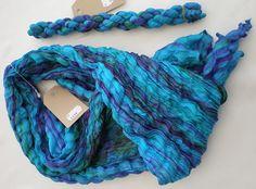 Silke crinkle tørklæde håndlavet i Vietnam. Et unikt tørklæde som er fantastisk blødt og lækkert.