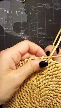 Paper Weaving, Weaving Art, Loom Weaving, Rope Crafts, Diy Home Crafts, Creative Crafts, Raffia Crafts, Basket Weaving Patterns, Crochet Basket Pattern
