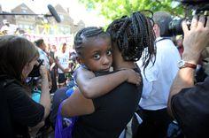 Heartbreaking Video Shows Girl Comforting MomAfter Philando Castile Was Shot http://www.huffingtonpost.com/entry/diamond-reynolds-daughter-video-cop-car-philando-castile_us_594b45d1e4b0312cfb61726d?utm_content=buffera8097&utm_medium=social&utm_source=pinterest.com&utm_campaign=buffer