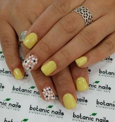 Simple and sweet looking yellow nail art design. This design is so eye-catching because of the lack of other details on the nails, this helps put the emphasis on the beautiful white flowers painted on one part of the nails. Nail Designs Spring, Simple Nail Designs, Nail Art Designs, Yellow Nails Design, Yellow Nail Art, Cute Spring Nails, Summer Nails, Diy Nails, Cute Nails