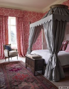 Somerleyton Hall, England #bedroom #canopybed #scalloped