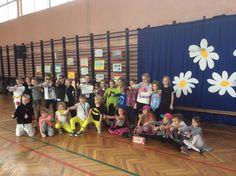 W piątek 27 lutego w naszej szkole odbył się po raz pierwszy Dzień talentu. Uczniowie klas 1-3 mogli zaprezentować się w różnych kategoriach takich jak: twórczość plastyczna, piosenka, kabaret, taniec, gra na instrumentach, ćwiczenia i pokazy sportowe, pokazy zręcznościowe itp.