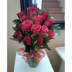 Twelve red rose flower arrangement #twelveredrosearrangement #redrosearrangement #mybouquetlv