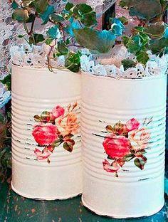 Aquelas latas que estão para reciclar podem ganhar um estilo shabby chic encantador. Quer aprender?