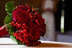 Risultati immagini per bouquet rosso sposa inverno