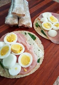 Grab & Go Breakfast Wraps - Easy Breakfast Ideas - Quick and Healthy Breakfast Recipes Healthy Meal Prep, Healthy Snacks, Healthy Recipes, Healthy Wraps, Healthy Tortilla, Protein Wraps, Healthy Breakfast On The Go, Tortilla Wraps, Keto Recipes