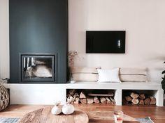 Living Room Built Ins, Home Living Room, Living Room Decor, White Room Decor, Snug Room, Black And White Living Room, Studio Apartment Decorating, Fireplace Design, Dream Decor