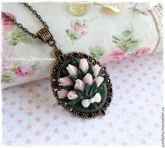 """Кулон """"Тюльпаны"""" - композиция из цветов,цветочное украшение,кулон,кулон на цепочке"""