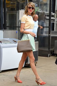 Taylor Swift Summer Outfits - Taylor Swift Street Style - Seventeen