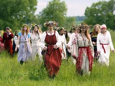 The pagan solstice celebrations (Ivan Kupala night) are typical not only for Russia, but many Eastern European countries. The dates vary, but the not usually astronomically correct. In Russia it takes place on the night between 23 and 24 of June. Festival Medieval, Sweet Magic, Pagan Festivals, Honey Cookies, Russian Culture, The Rite, Beltane, John The Baptist, Summer Solstice