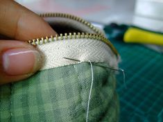 """How to sew a handbag """"Candy"""" Photo Tutorial. Patchwork  Zip Pouch / Cosmetic Bag."""