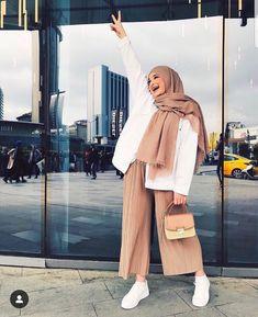 Stylish Street Style Hijabi Outfit Inspiration For Winter - Hijab+ Modest Fashion Hijab, Street Hijab Fashion, Casual Hijab Outfit, Hijab Chic, Muslim Fashion, Hijab Fashion Summer, Stylish Street Style, Hijab Trends, Modern Hijab