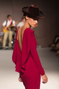Stunning low, deep cut ruffled back accent on this deep red dress! Cool Outfits, Fashion Outfits, Womens Fashion, Evening Dresses, Summer Dresses, Classy Casual, Business Fashion, Dress Skirt, Nice Dresses