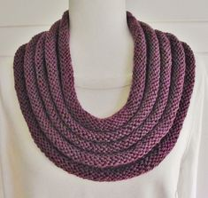 Ravelry Copycat Cowl Pattern By Verna Glass & ravelry-nachahmer-gugel-muster durch verna glass & modèle de capot ravelry copycat par verna glass Knit Cowl, Knitted Shawls, Crochet Shawl, Knit Crochet, Cable Cowl, Knit Scarves, Loom Patterns, Knitting Patterns Free, Free Knitting